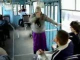 Danscý nine otobüste kopuyor:)